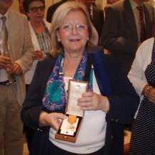 La prof. Penélope Stavrianopulu, galardonada con la Orden del Fénix